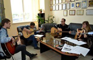 Развиваем наши таланты: уроки танцев и игры на гитаре (2016)